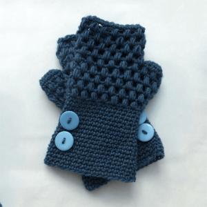 Fingerless-Gloves-Crochet-Pattern